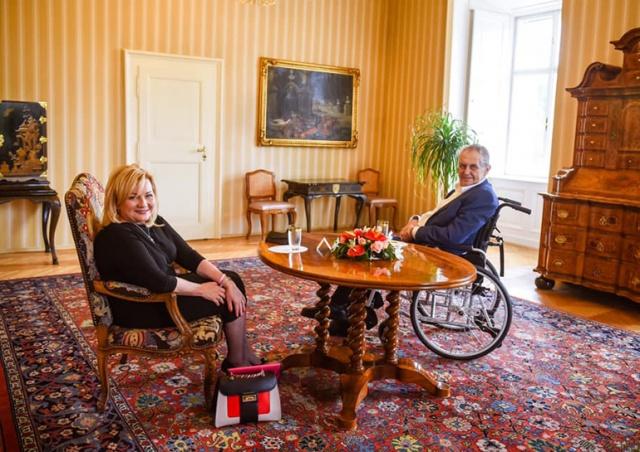 Президента Чехии выписали из больницы