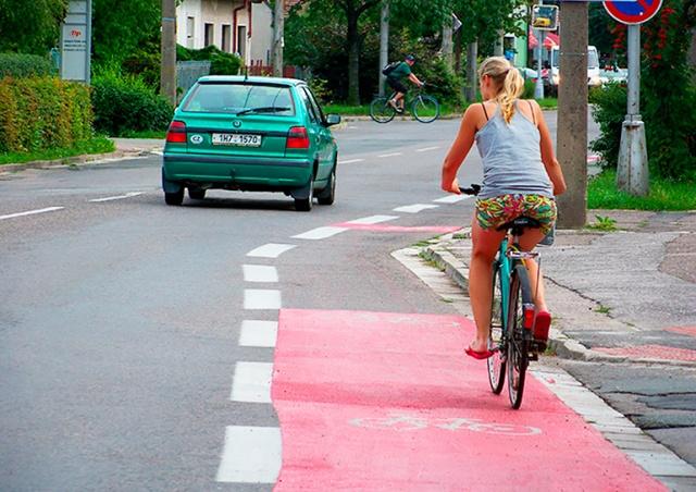 Парламент Чехии одобрил новые правила обгона велосипедистов