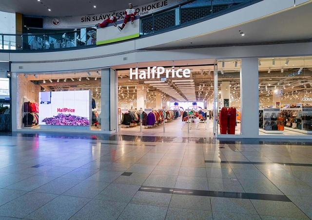 В Праге открылся первый магазин сети HalfPrice