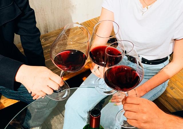 Пражский магазин LÁHVE объявил распродажу французских вин с дегустацией