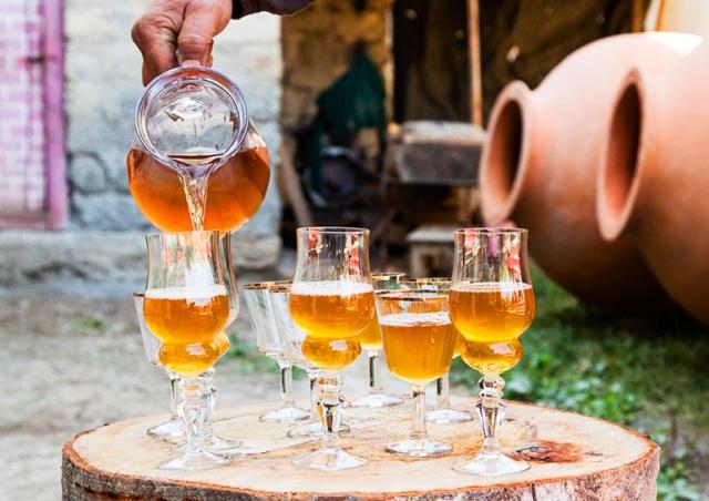 Где в Чехии попробовать настоящее вино из квеври по выгодным ценам