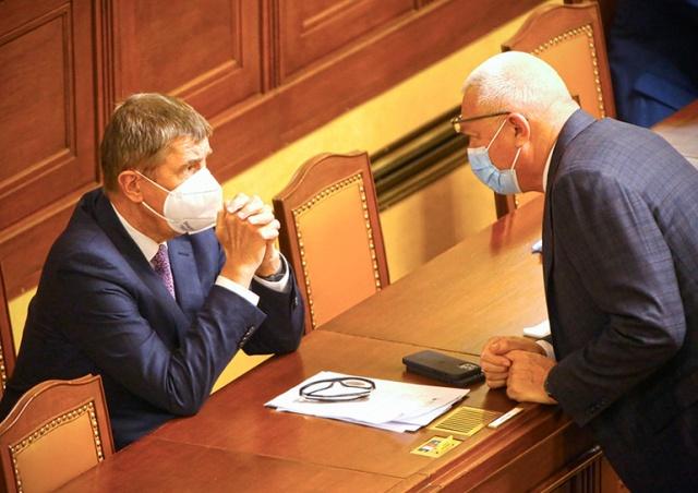 Чешские депутаты согласились заморозить свои зарплаты на 5 лет