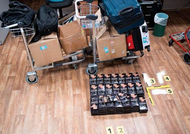 Пассажир рейса Москва – Прага пытался ввезти 52 кг табака для кальяна