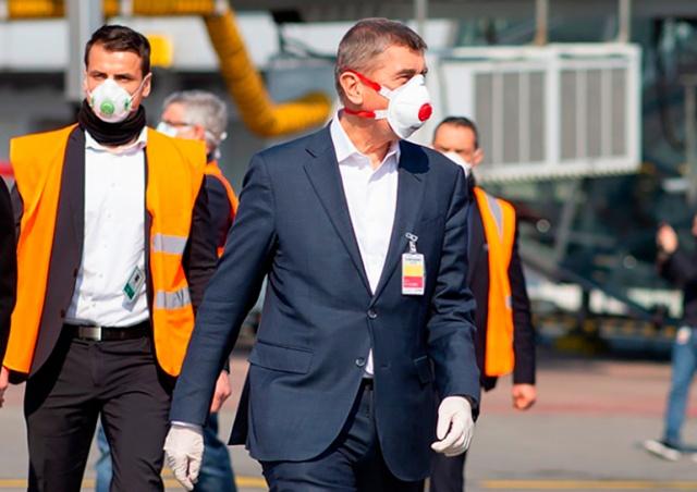 Премьер Чехии назвал условие для смягчения масочного режима