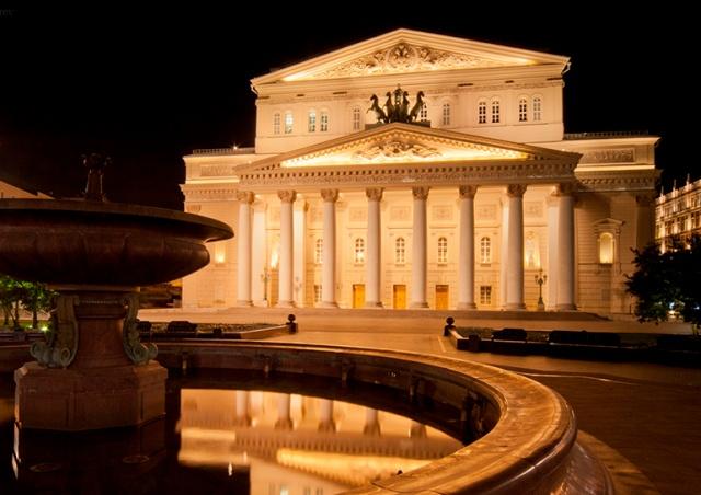 В Большом театре актера насмерть придавило декорацией во время оперы