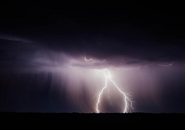 В Праге молния ударила в человека