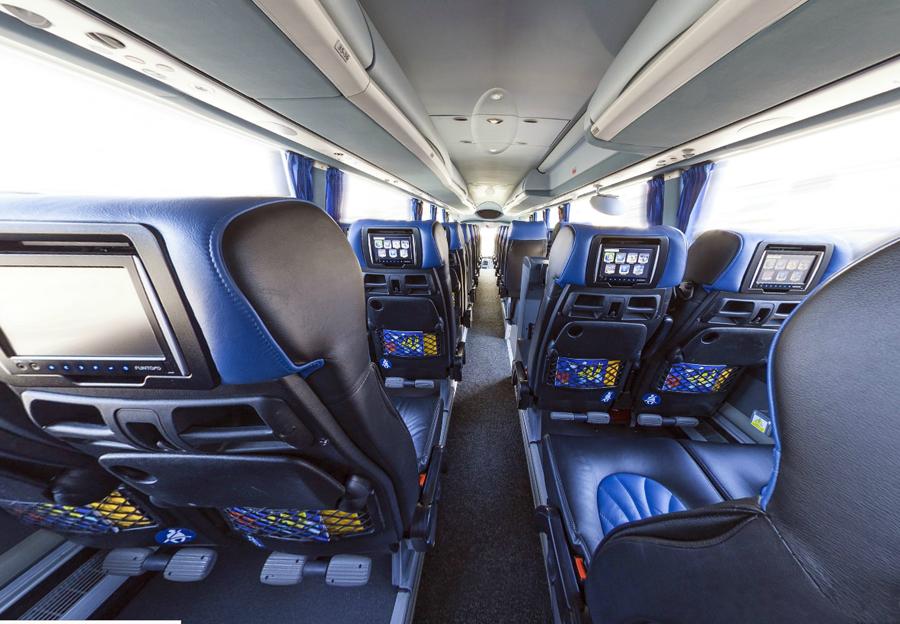Компьютеры в подголовниках сидений в автобусе STUDENT AGENCY