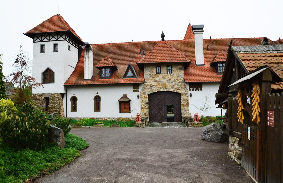 Замок Červený Újezd в Чехии