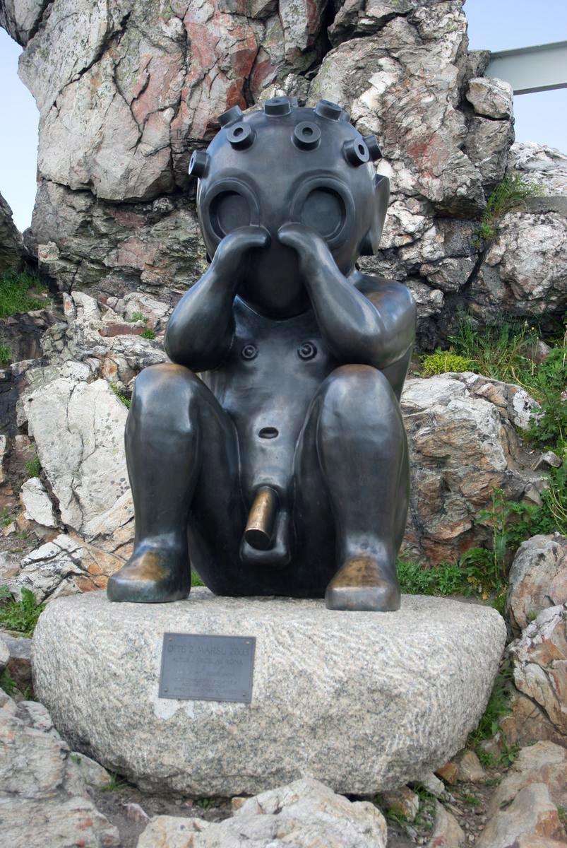 """Скульптура """"Ребенок с Марса"""" в Чехии"""