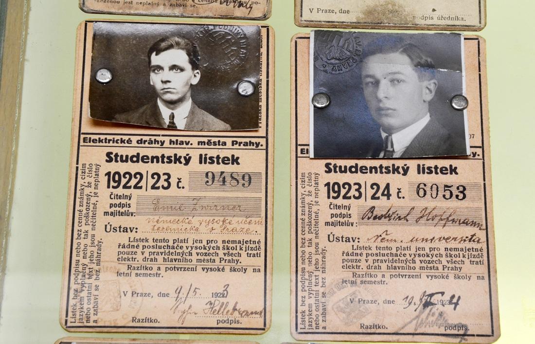 В 1922 году, студенческий проездной билет в пражском транспорте выглядел вот так