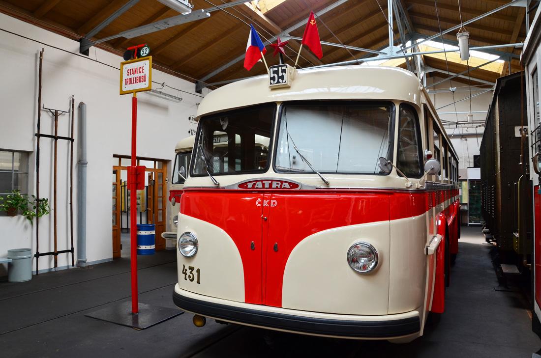 Тролейбус Tatra T-400 эксплуатировался в Праге до 1955 года