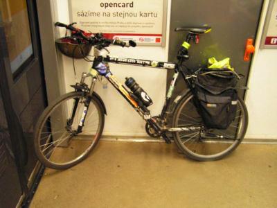 Провоз велосипеда в метро Праги