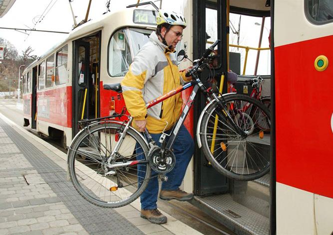 Провоз велосипеда в пражском трамвае