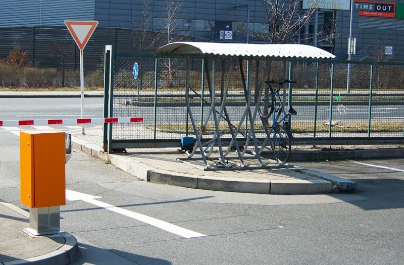 Велопарковка в Праге B+R