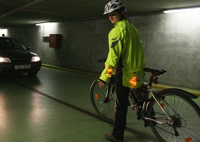 В Чехии изобрели уникальную куртку для велосипедистов