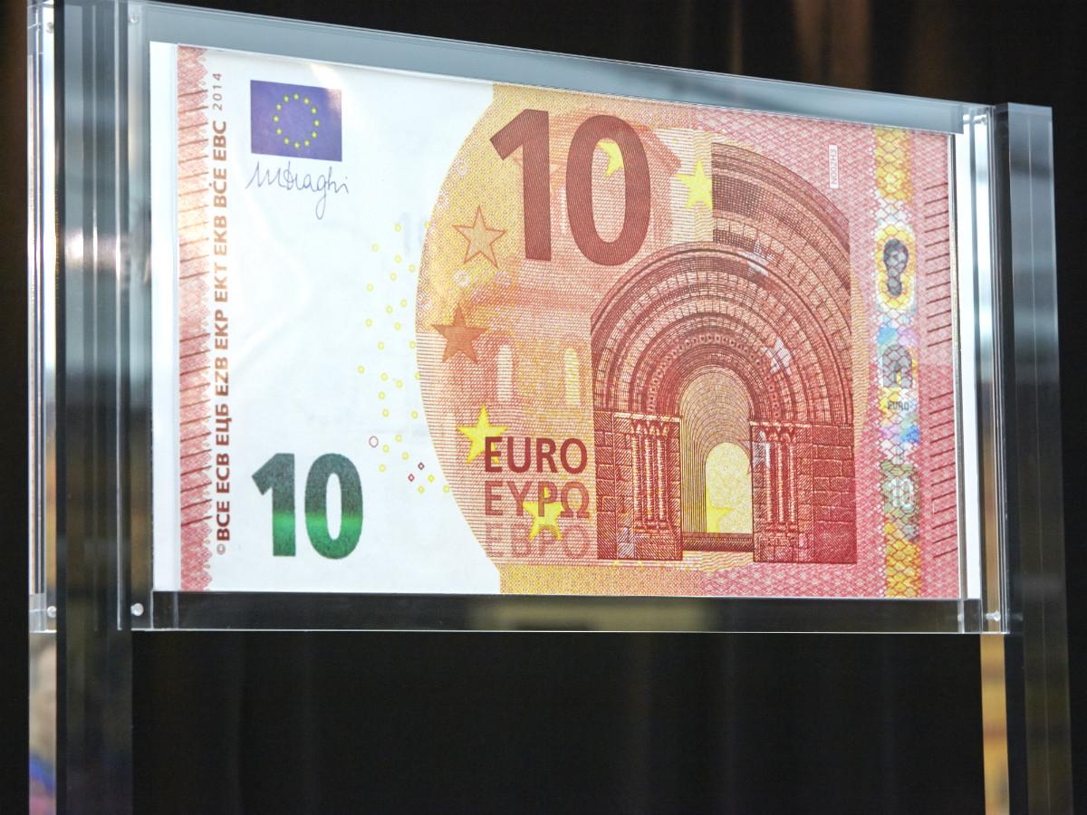 почему-то видно фото банкнот евро странице