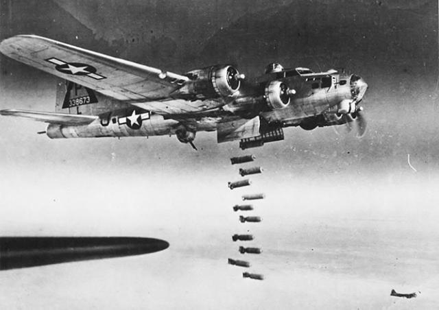 Ровно 73 года назад американцы обрушили бомбы на Прагу: фото