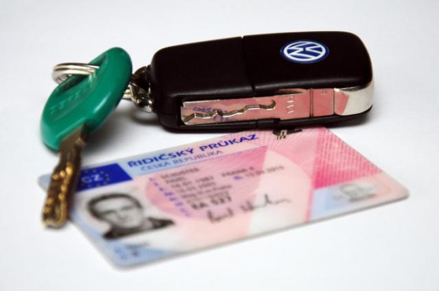 Прага призвала горожан проверить водительские удостоверения