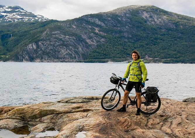 Пражанин решил пересечь зимние Альпы на велосипеде