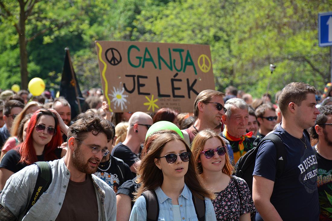 Марш-марихуана-легализация-Прага