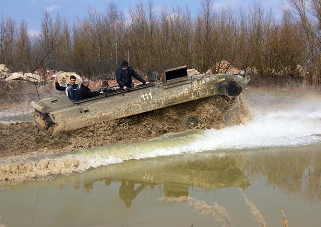 Адреналиновая бомба: езда на танке и БМП под Прагой