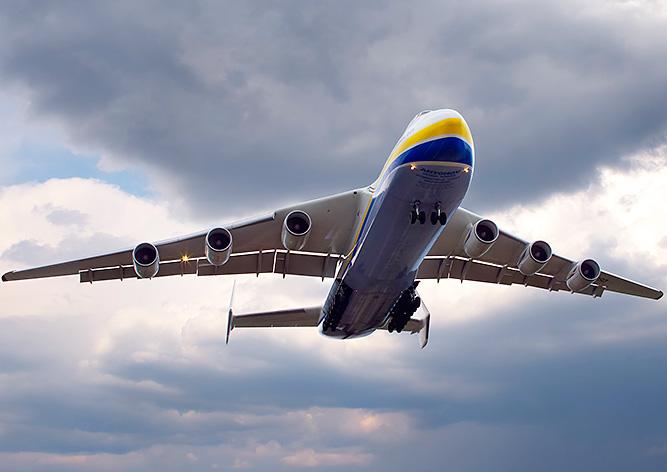 Гигантский Ан-225 улетел из Праги