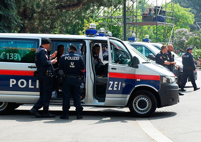 В Вене задержаны 22 чеченца с оружием
