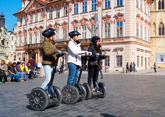 Конец сегвеев в центре Праги: началась установка запрещающих знаков