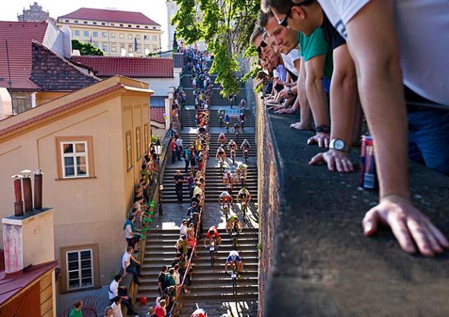 Вечером 17 мая велосипедисты устроят гонку по лестницам Пражского Града