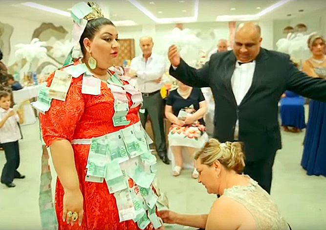 Видео чешско-словацкой цыганской свадьбы стало хитом Интернета