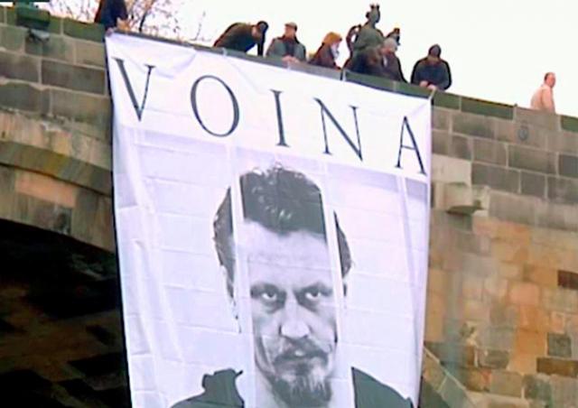 В Праге задержали бежавших из России активистов арт-группы «Война»