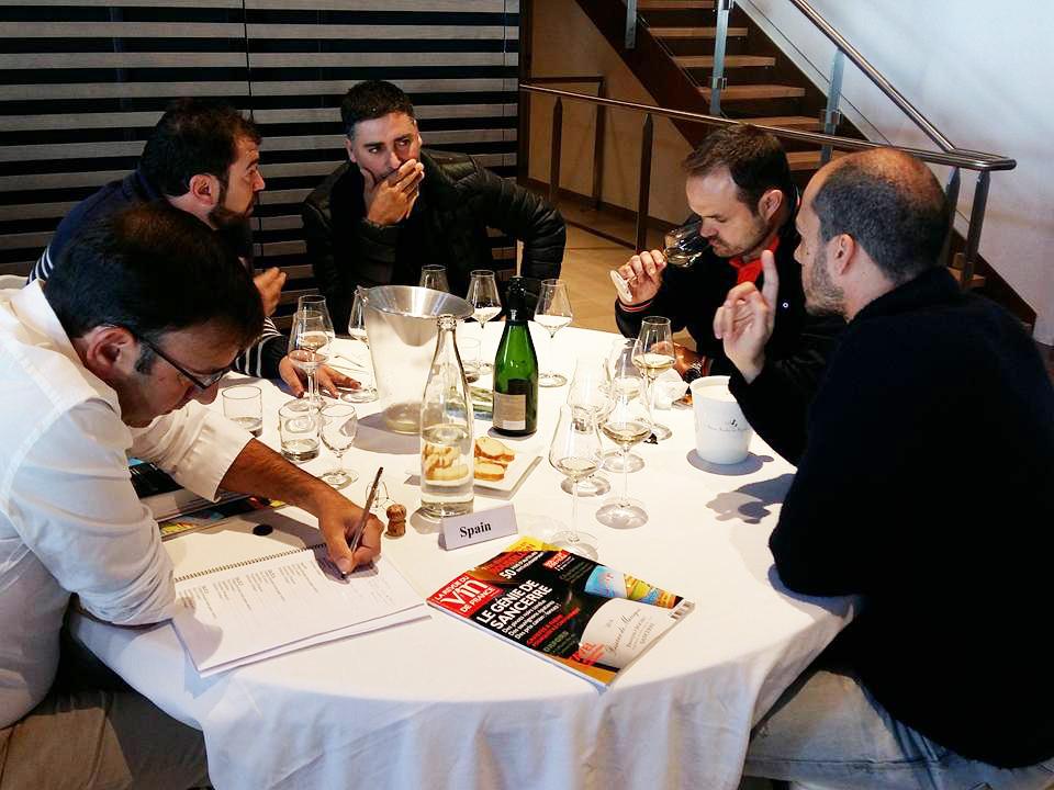 Китайские дегустаторы вина признаны лучшими, чем французы ииспанцы