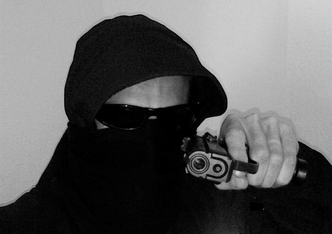 В Чехии незадачливый грабитель застрял в дверях банка