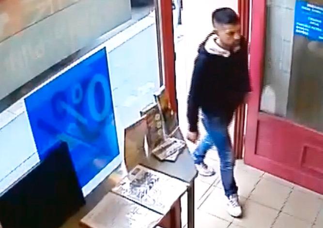«Хитрое ограбление» обменника в центре Праги попало на видео