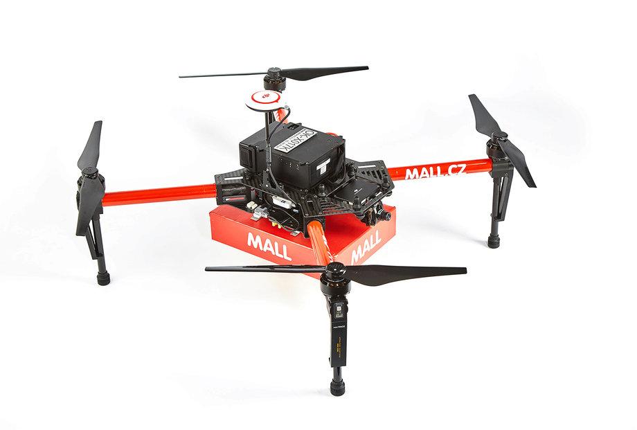Чешский веб-магазин впервый раз доставил продукт клиенту при помощи дрона