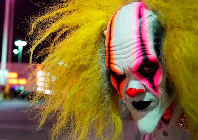 В Австрии перепуганный водитель сбил «клоуна-убийцу»