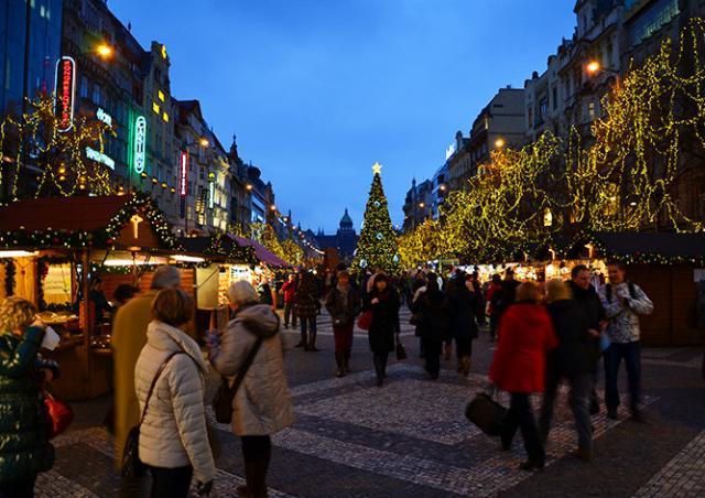 Рождественское освещение в Праге включат 26 ноября