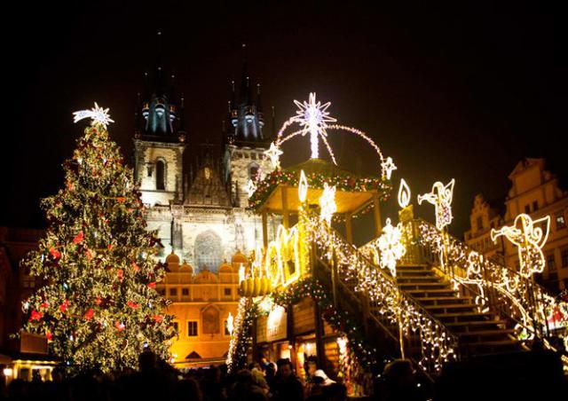 Главную рождественскую ёлку Чехии будут зажигать ежедневно