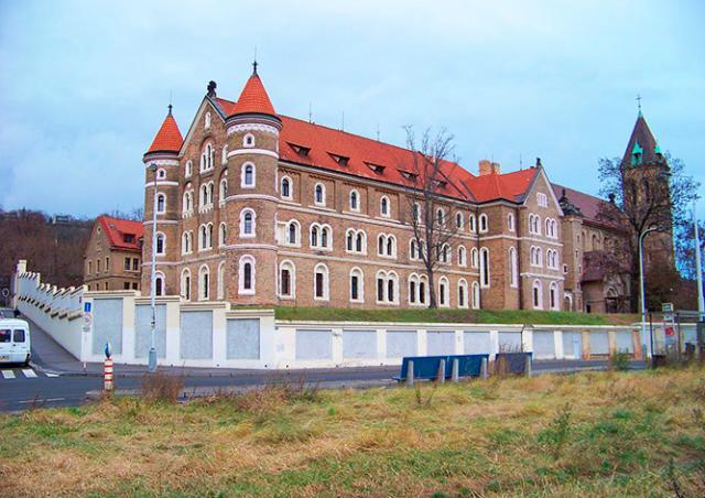 Монастырь в центре Праги выставили на продажу