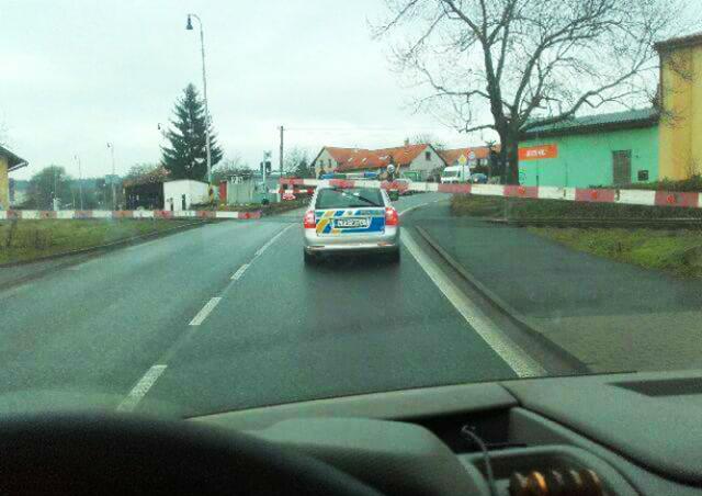 В Чехии полицейские пытались проскочить ж/д переезд на «красный»
