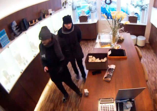 Иностранцы ограбили ювелирный магазин в центре Праги на миллионы крон