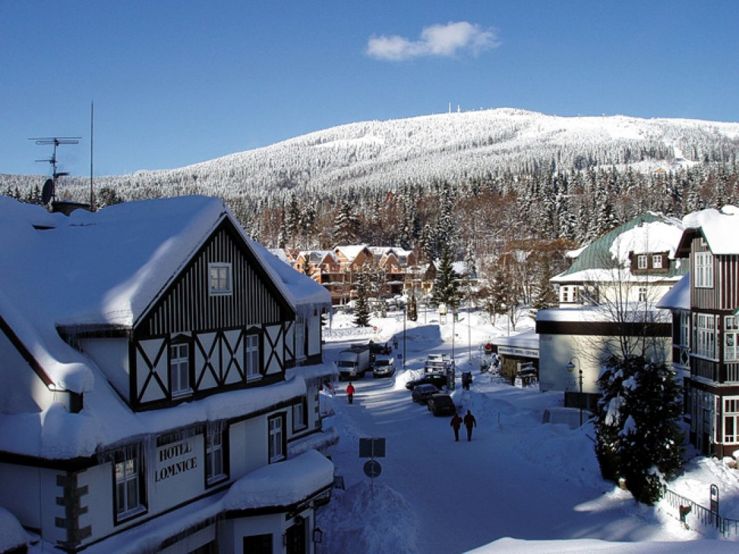 В горах Чехии объявлен первый уровень лавинной опасности