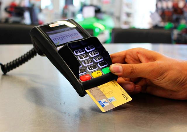 Из-за ошибки терминала деньги с карты чеха списали 7 раз