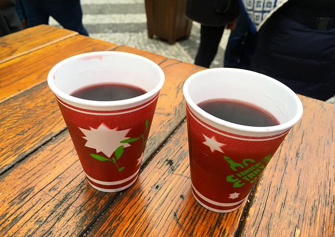 Сомелье оценил глинтвейн на рождественских ярмарках Праги