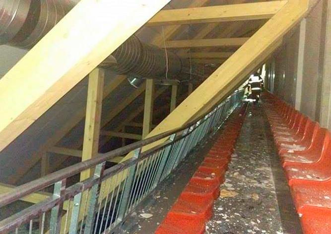 ВЧехии наспортсменов впроцессе матча обрушилась крыша спортивного комплекса