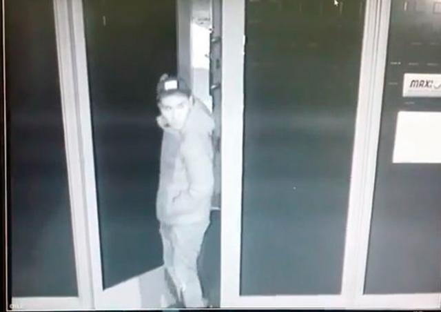Полиция Праги обнародовала фотографию грабителя игрового зала