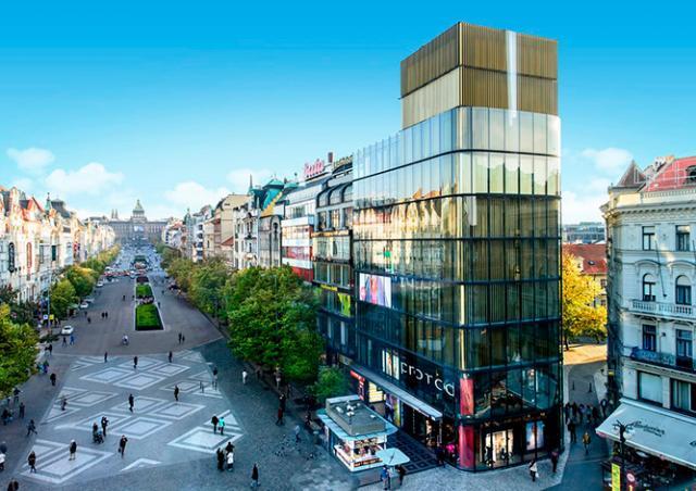 Foot Locker откроет в центре Праги пятиэтажный магазин