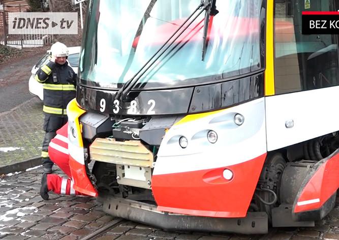 Трамвай сошел срельс в столице России после ДТП слегковушкой