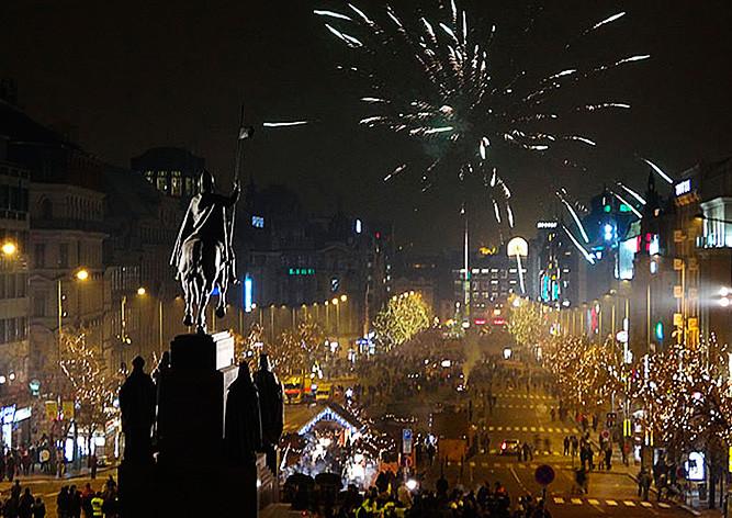 Видео: как встретили Новый год в центре Праги