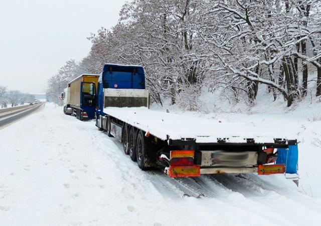 В Чехии водитель растерял по дороге 21 тонну бетона